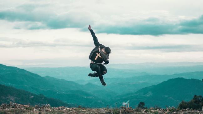 Fun dude dapping off a cliff